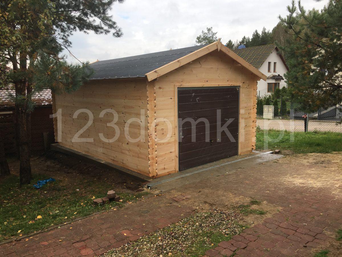 drewniany garaż na zamówienie