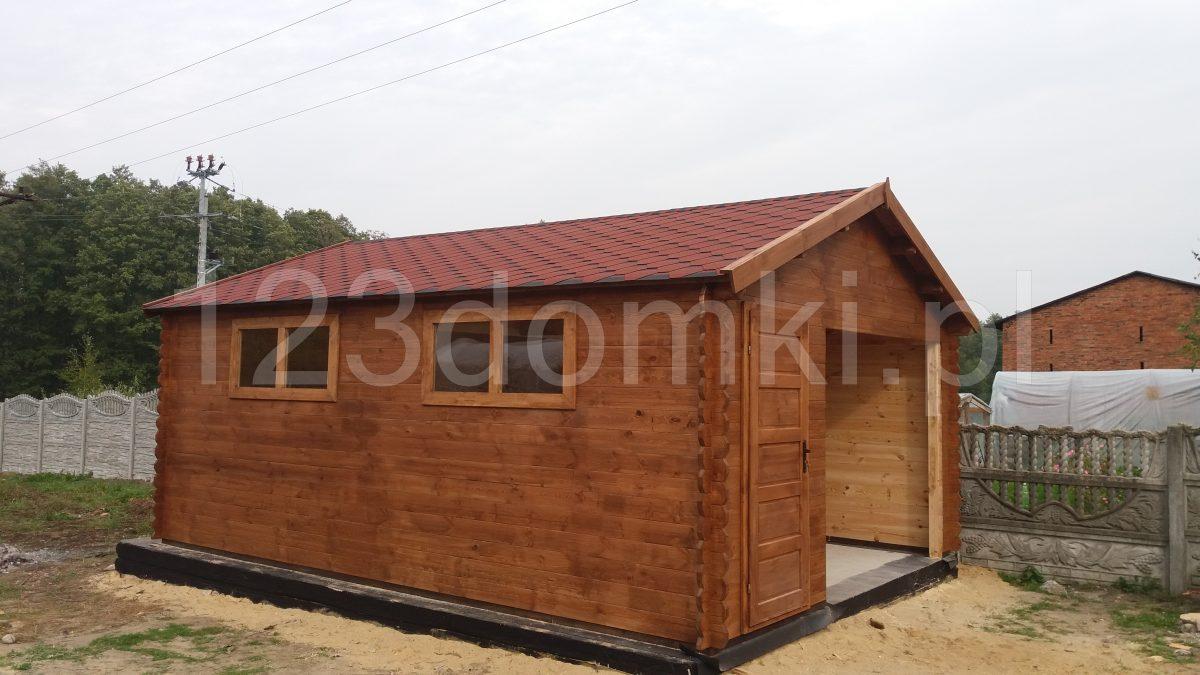 drewniany garaż z pomieszczeniem gospodarczym