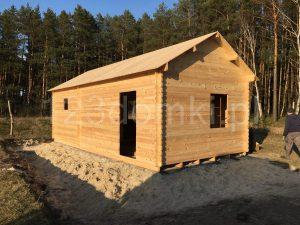drewniany domek z antresolą