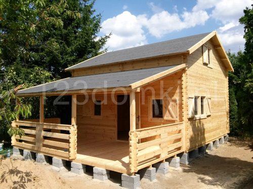 domek drewniany z poddaszem