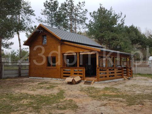drewniany domek z poddaszem